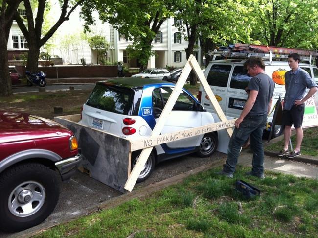 03-Smart-Car-Fitting-In-Gap