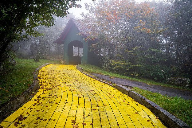This Wizard Of Oz Theme Park Has Been Abandoned For Years These Images Are Super Eerie