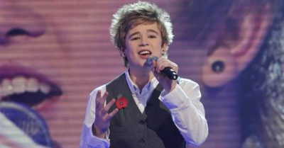 Remember X Factor Hunk Eoghan Quigg? He's Looking Better Than Ever!