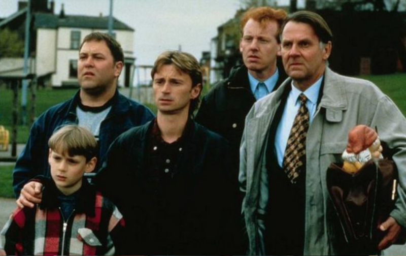 a review of the movie the full monty Review: 'the full monty' delivers some belly laughs september 7, 1997 web posted at: 4:04 pm edt (2004 gmt) from reviewer paul tatara (cnn) -- the tradition of the silly, painless little comedy is alive and well and living in england.