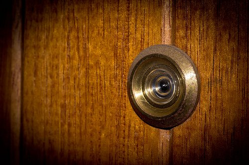 """peephole 20 Creepy Stories Of People Who Just Knew """"Something Didn't Feel Right"""""""